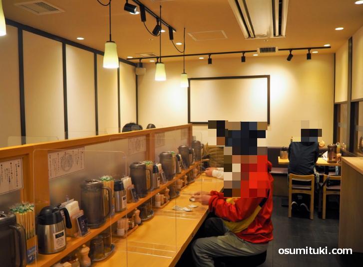 麺匠たか松 京都駅ビル拉麺小路店(店内写真)