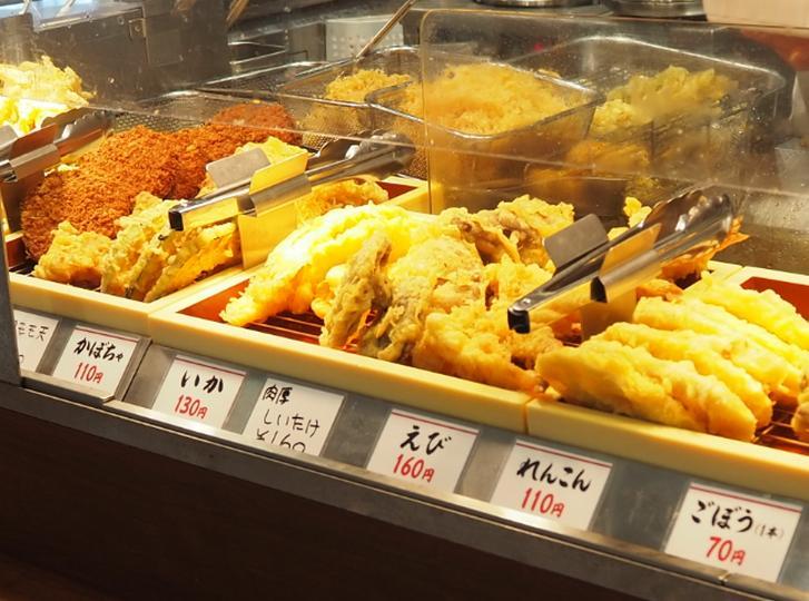 天ぷらは厨房で揚げたもの