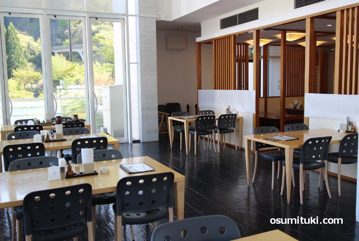 レストラン桂川で食事もできます