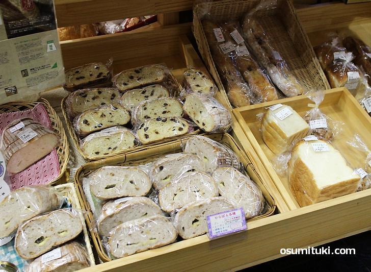滋賀県のパン屋さんの商品も購入できます