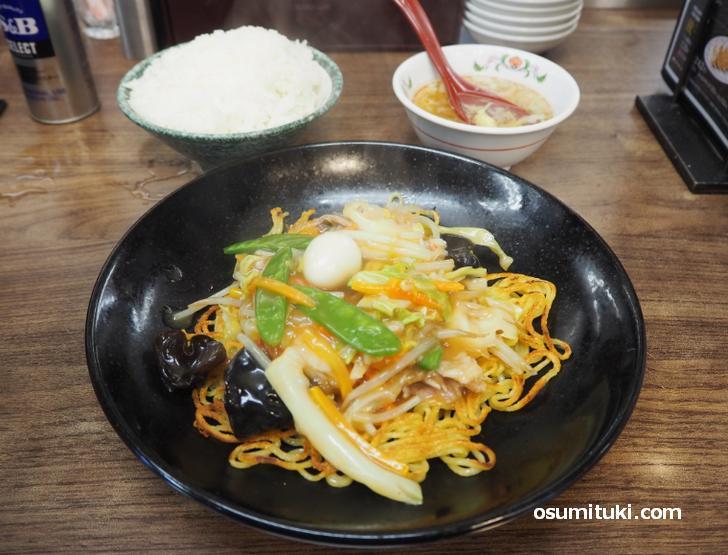 あんかけ焼きそば+にんにく激増し餃子(6個)+ライス(中)+スープ