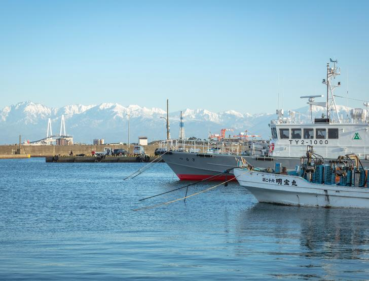新湊漁港(富山県射水市)