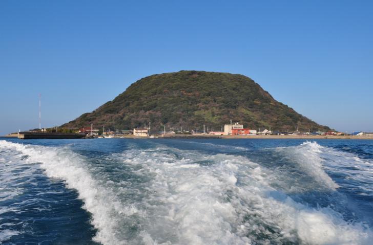 佐賀唐津沖・高島にある神社へ行くと宝くじが当たるという噂があります