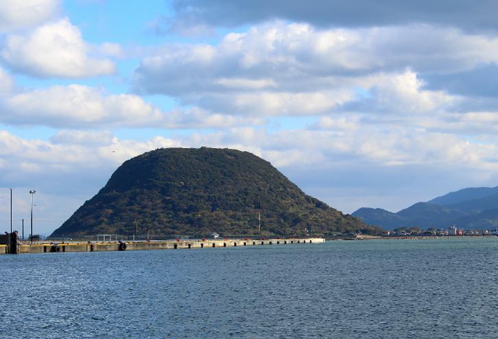 佐賀・唐津沖にある「高島」が宝くじが当たる島と言われている