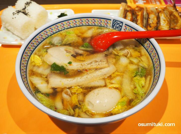 白菜と豚肉を鶏ガラ&野菜のスープで似た近江ちゃんぽんに似たラーメン