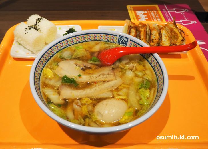 煮玉子ラーメン(780円)+餃子セット(320円)
