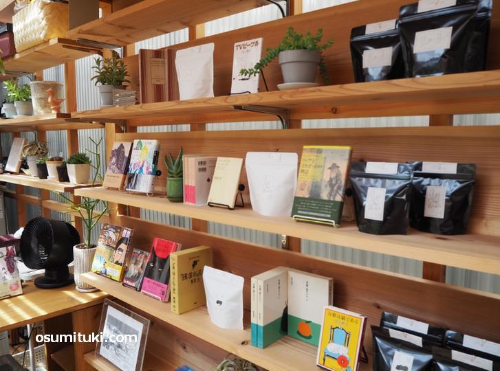 コーヒー豆より本が多い店内