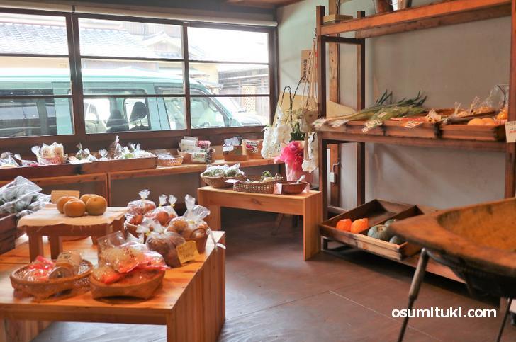 西陣にあるお店は京町家をリノベーションしているので京都らしい雰囲気