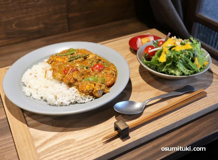 野菜をたっぷり使った自家製カレーも人気