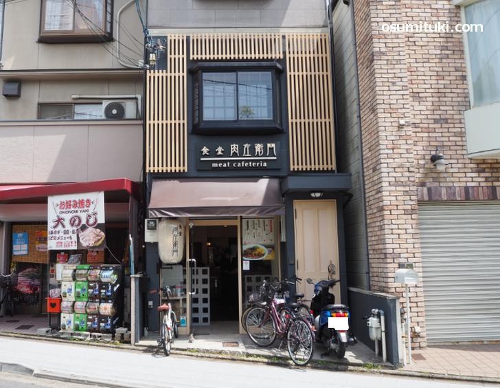 食堂肉左衛門 nikuzaemon 金閣寺店(店舗外観写真)