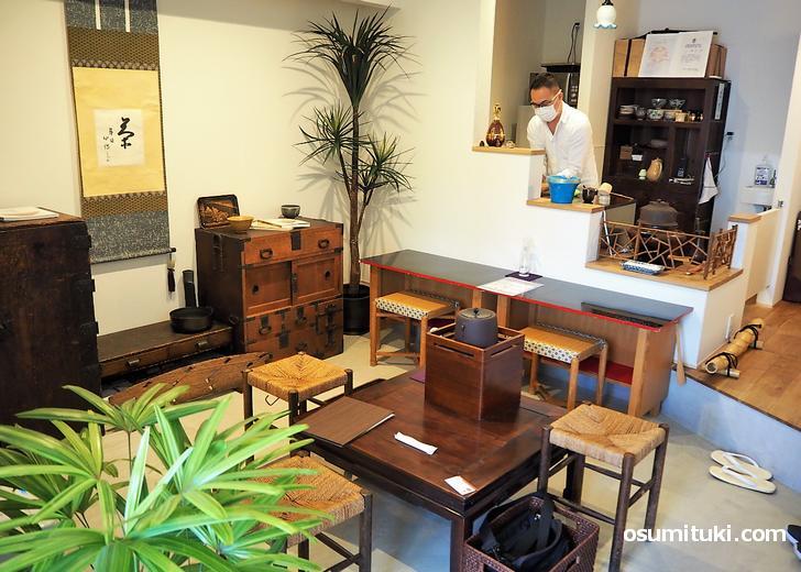 高麗茶碗のギャラリーでコーヒーや抹茶をいただけます