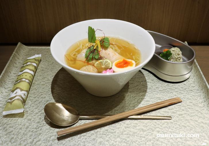 紗(sara)1000円 数種類の節を使った魚介ラーメン