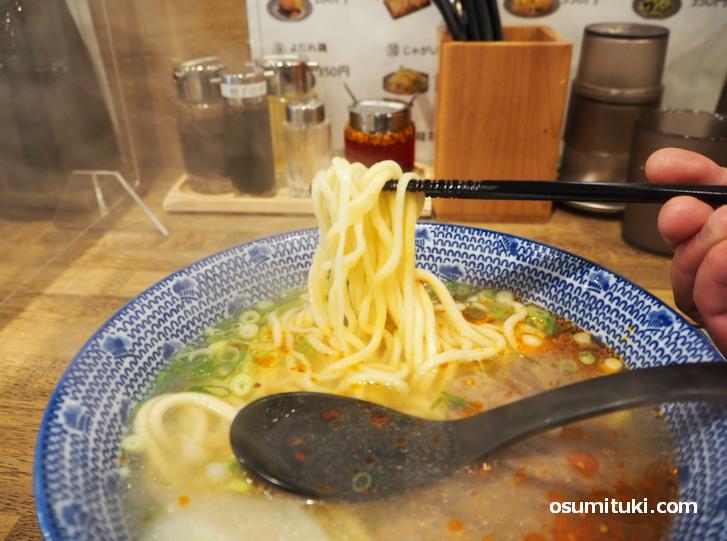 牛肉と牛骨を20種類以上の薬膳スパイスで煮込んだスープ