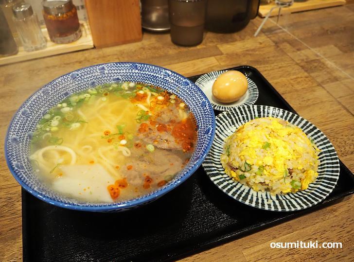 蘭州拉麺(並)+秘伝茶卵(+100円)+牛肉チャーハン(350円)