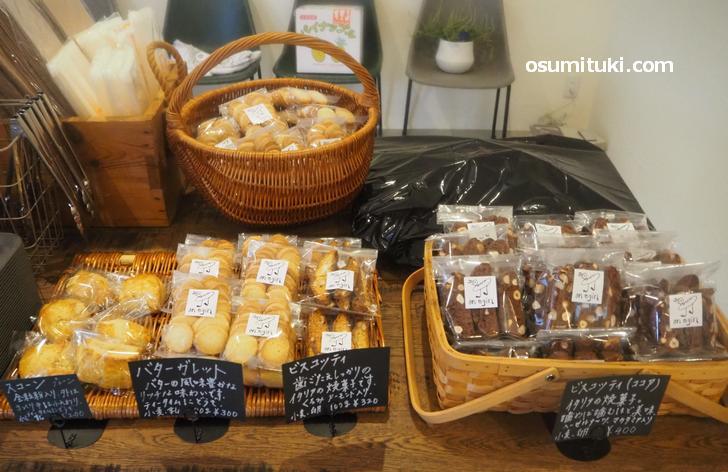 焼き菓子も数種類販売されています(オネギン BAKE SHOP on egin)