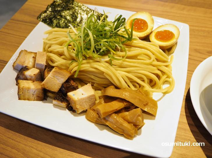 うま塩つけ麺 ご褒美盛(1190円)