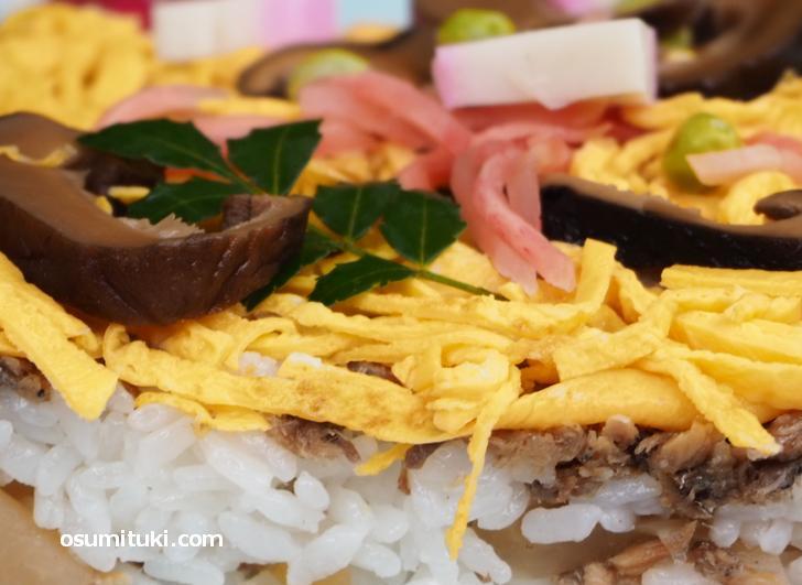 京丹後の「ばら寿司」には鯖そぼろが入っているのが特徴