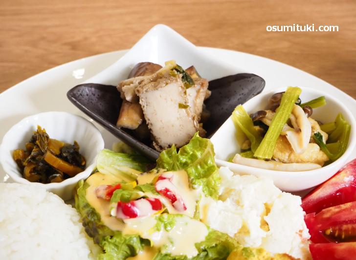 惣菜2種は京都でいう「炊いたん」です