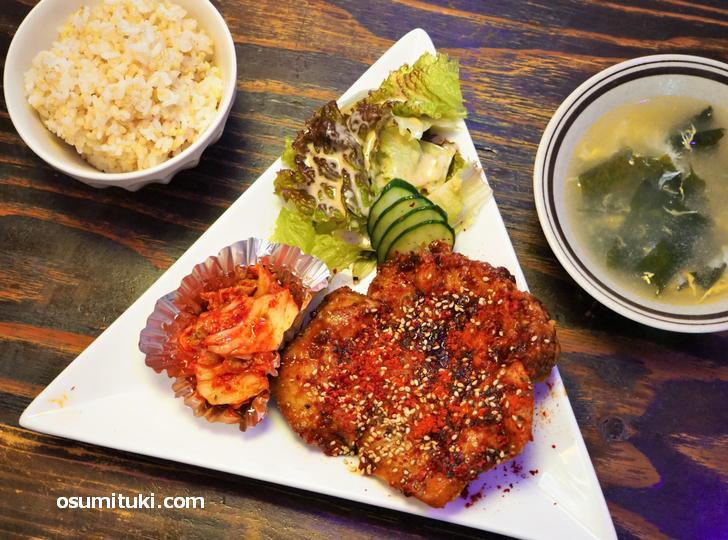 韓国風ジャンボ唐揚げの定食(ライス・鶏出汁スープ付き)がお値打ち
