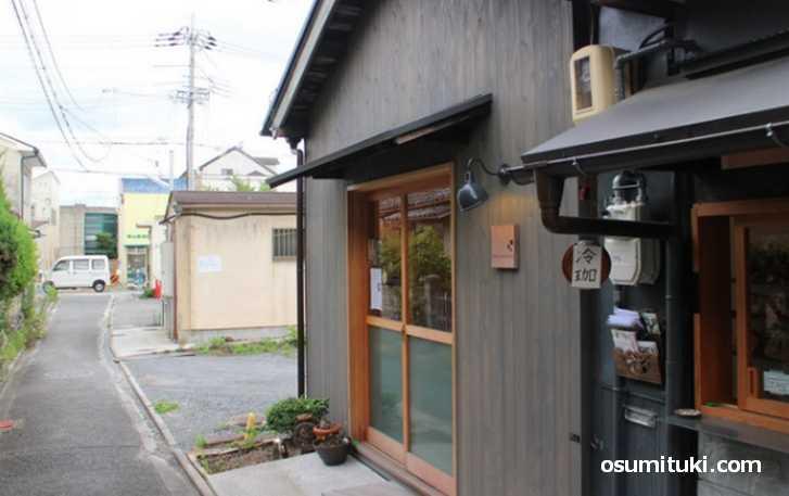 HOME COFFEE STAND(京都市右京区)は細い道にあるカフェ