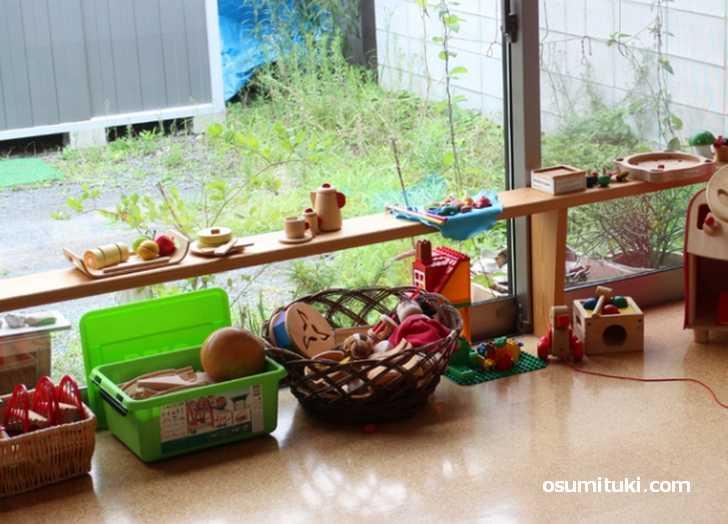 子供が遊べる木で作った玩具がたくさん